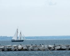 Free Sailboat And Pier Royalty Free Stock Images - 6441649