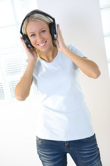 Free Girl With Headphone Stock Photo - 6448470