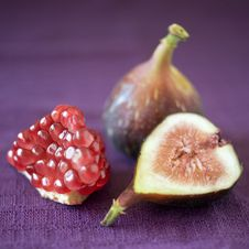 Figs And Pomgranate Royalty Free Stock Photos