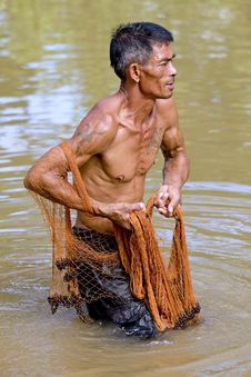 Free Fisherman Of Thailand With Throw Net Stock Photo - 6454320