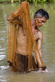 Free Fisherman Of Thailand With Throw Net Royalty Free Stock Image - 6454326
