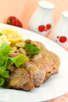 Free Tenderloin Steak With Mushroom Creme Sauce Stock Photography - 6459782