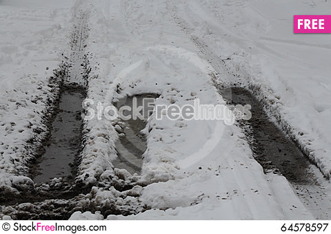 Free Dirty Bad Winter Road Royalty Free Stock Photography - 64578597