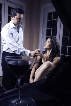 Free Couple Drinking Whine Royalty Free Stock Images - 6466219