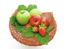 Free Fruit In A Basket Royalty Free Stock Photos - 6466478