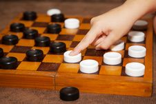 Free Child S Hand Moves The Piece To The Chessboard Royalty Free Stock Images - 64624249