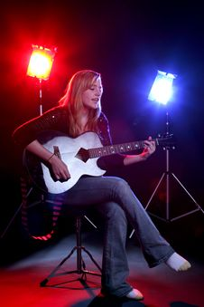 Free Woman Playing Guitar Royalty Free Stock Photography - 6470407
