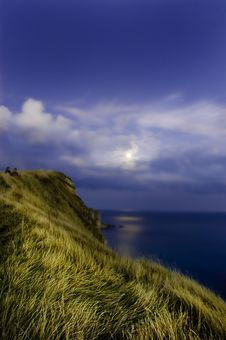 Free Moonlight Over The Ocean. Stock Photography - 6472642