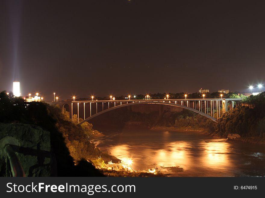 Bridge at Niagra Falls lit up at night