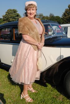 Free Lady In Retro Fifties Dress Royalty Free Stock Images - 6481559