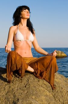 Free Woman Meditation In The Beach Royalty Free Stock Photography - 6482007