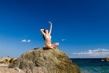 Free Woman Relaxation In The Beach Royalty Free Stock Photos - 6482118