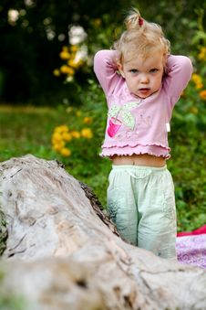 Free Cute Baby-girl Outdoors Stock Photos - 6488393