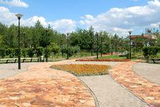 Free Pavestone Walkway Royalty Free Stock Images - 6490009