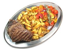 Free Tray With Meat, Vegetables And Potatoes Royalty Free Stock Photos - 6491818
