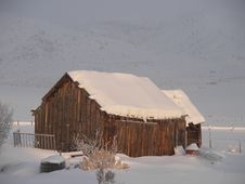 Free Snowy Barn Royalty Free Stock Images - 6493669