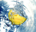 Free Lemon In Water Royalty Free Stock Photography - 658157