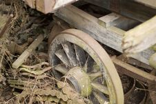 Free Decaying Old Farm Cart Stock Images - 651864