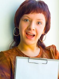 Free The Girl Holds A Paper Royalty Free Stock Image - 653056
