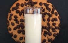 Free Chocolate Chip Cookie And Milk 2 Royalty Free Stock Photography - 656077