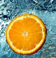 Free Orange In Water Royalty Free Stock Photography - 658167