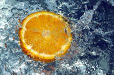 Free Orange Splashing Water Royalty Free Stock Photo - 658235