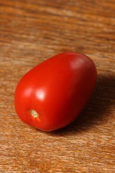 Free Portrait Solitary Tomato Stock Photography - 6507152