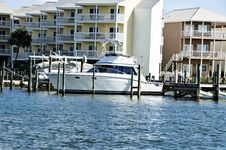 Free Boat Slips And Condos Royalty Free Stock Images - 6508729