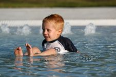 Free BOY IN POOL Stock Photography - 6512852