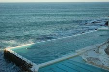 Free Ocean Swimming Pool Royalty Free Stock Photo - 6519015