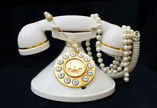 Free Vintage Phone With Pearls With Clipping Path Royalty Free Stock Photos - 6519628
