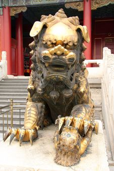 Free Ancient Palace And Stone Lion Royalty Free Stock Photo - 6520965