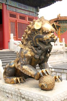 Free Ancient Palace And Stone Lion Stock Photography - 6521042