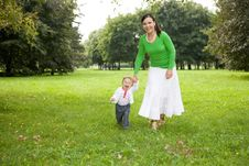 Free Mother And Daughter Royalty Free Stock Photo - 6522955
