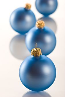 Free Christmas Ball Royalty Free Stock Photo - 6530575