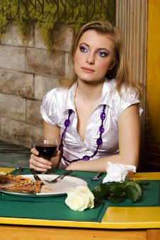 Free Young Woman On Dinner In Pizzeria Royalty Free Stock Image - 6534116
