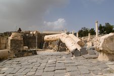 Free Ruins Of Roman Temple In Beit Shean Royalty Free Stock Images - 6546439