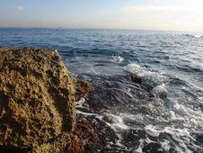 Free Big Stone, Sea And Wave Stock Photo - 65431840