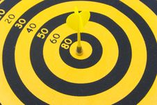 Free The Target With An Arrow Hit The Mark Royalty Free Stock Photography - 6555477