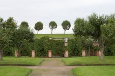 Free Garden Of Peterhof Stock Image - 6558441