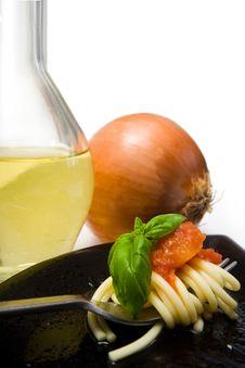 Free Spaghetti With Fresh Tomato And Basil Royalty Free Stock Photos - 6559838