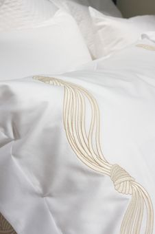 Free Luxury Upscale Bedding And Linens Royalty Free Stock Photo - 6565525