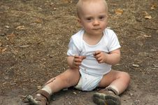 Free Cute Baby Boy In Park Royalty Free Stock Photography - 6566117