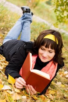 Free Pretty Girl Reading A Book Stock Photography - 6570322