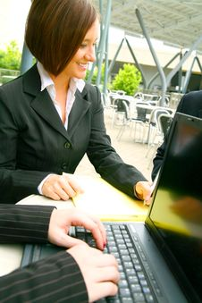 Free Business Woman Working Outdoor Stock Photos - 6571353