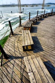 Free Bench On Lake Shore Royalty Free Stock Photos - 6576178