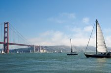 Free Yahts In Front Of Golden Gate Bridge Royalty Free Stock Photography - 6578607