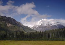 Free Mount Robson In Canadian Rocky Mountains Royalty Free Stock Photography - 6581317