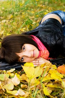 Free Beautiful Girl Relaxing In The Park Stock Images - 6582094