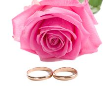 Free Pink Rose And Two Wedding Rings Royalty Free Stock Image - 6582216